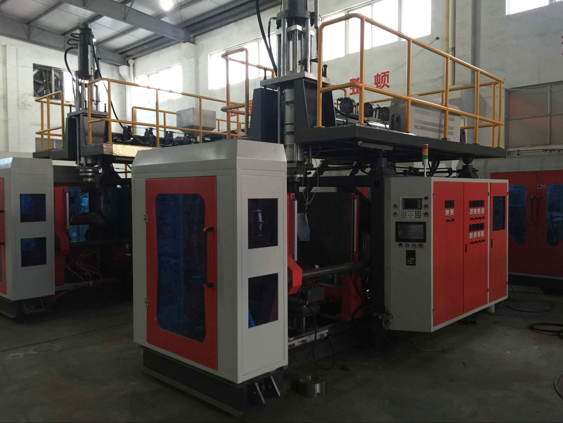 plastic-injection-molding-machine-(1)