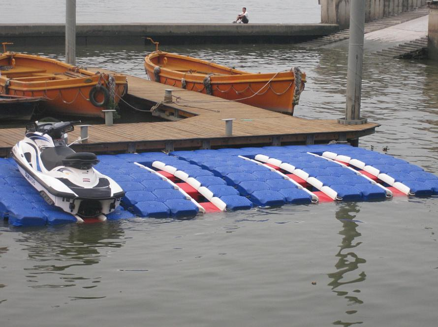 Plastic-Floating-Docks